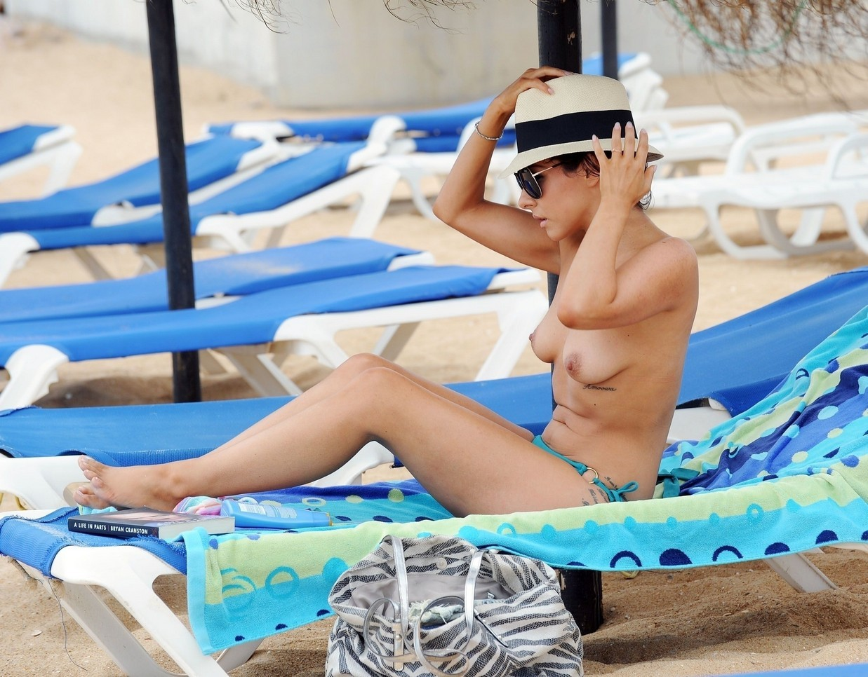 Roxanne Pallett Topless Photos, Beach Body