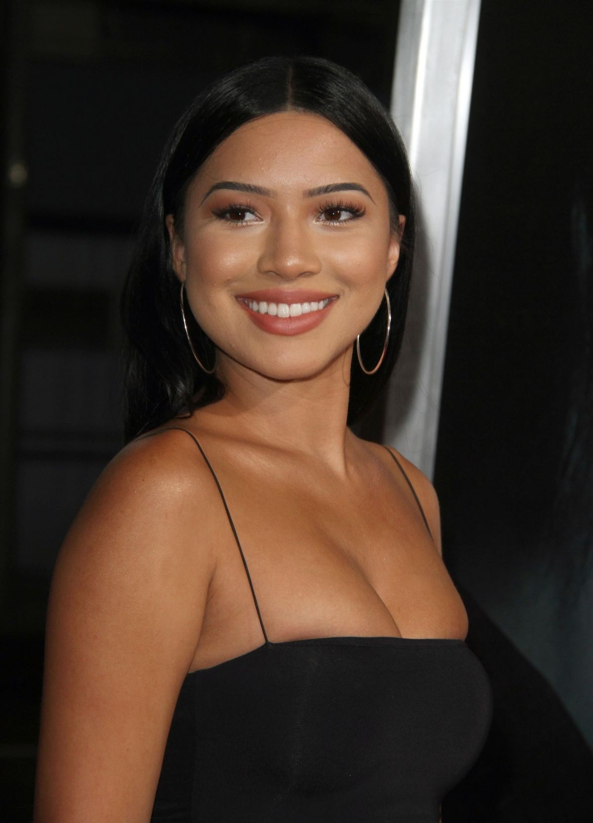 Julia Kelly Sexy Photos, Amazing Booty