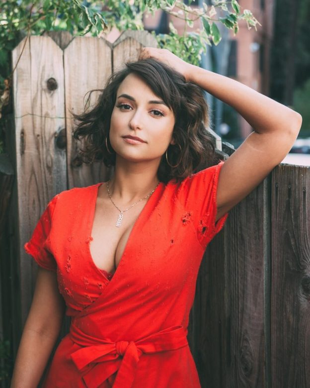 Milana Vayntrub Hot Pictures, Huge Cleavage