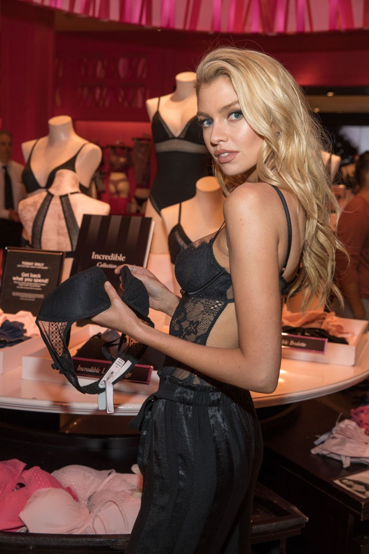 Stella Maxwell Sexy Photos, Black Lingerie