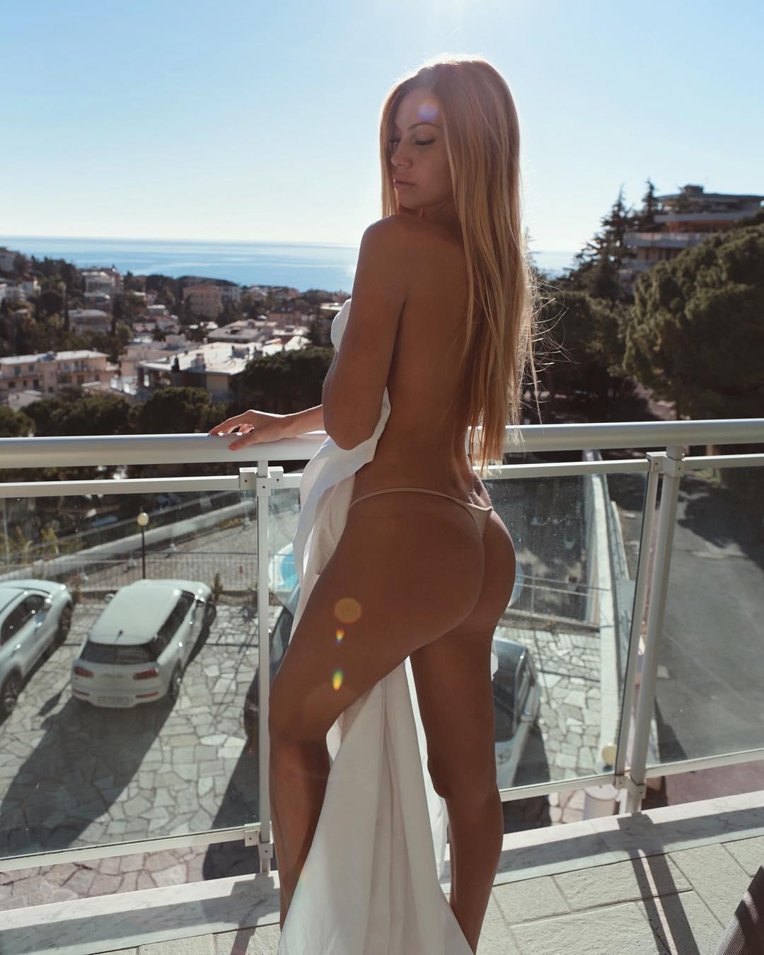 Taylor Mega Topless Pictures, Nice Ass
