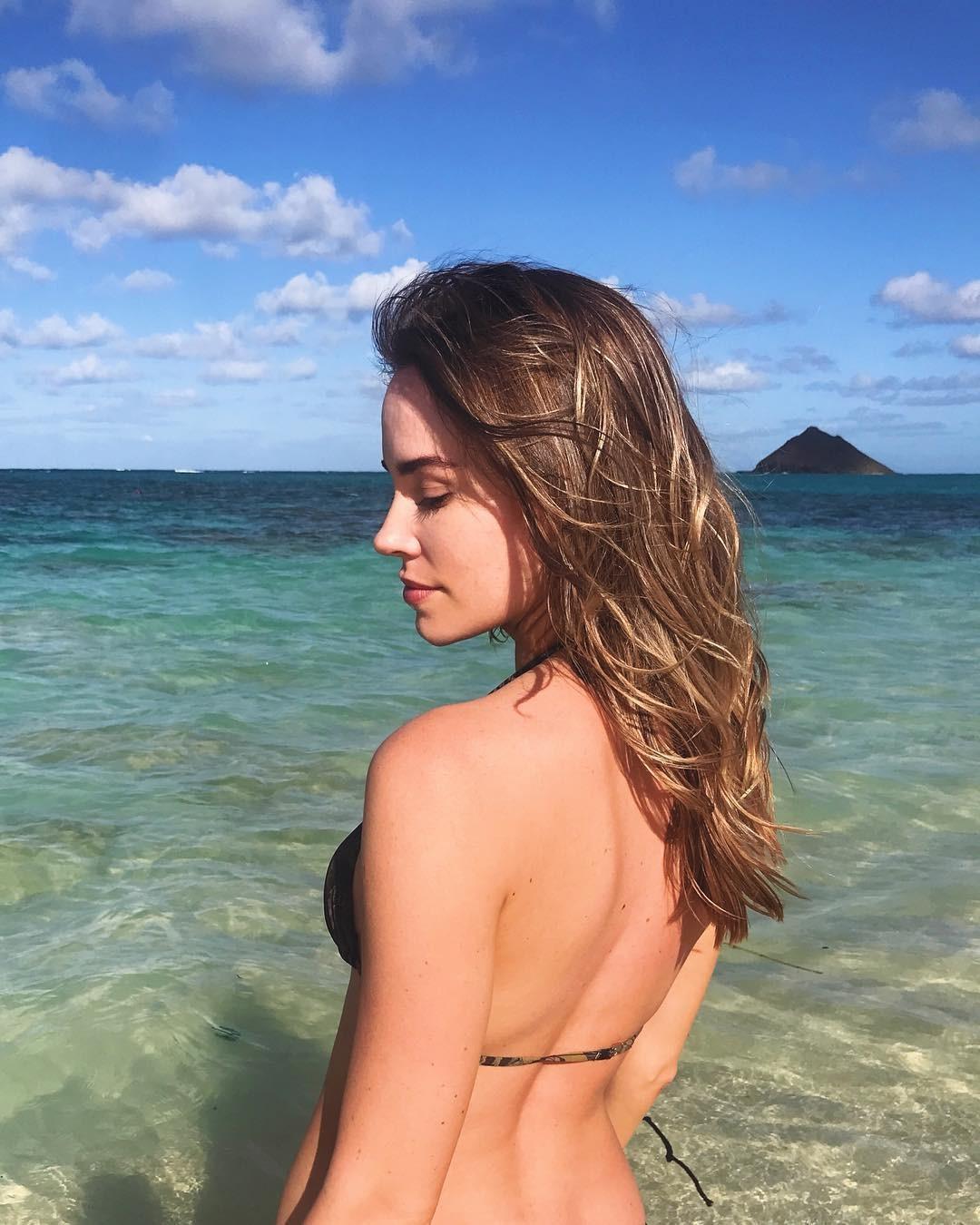Christa B. Allen Hot And Sexy (9 Photos)