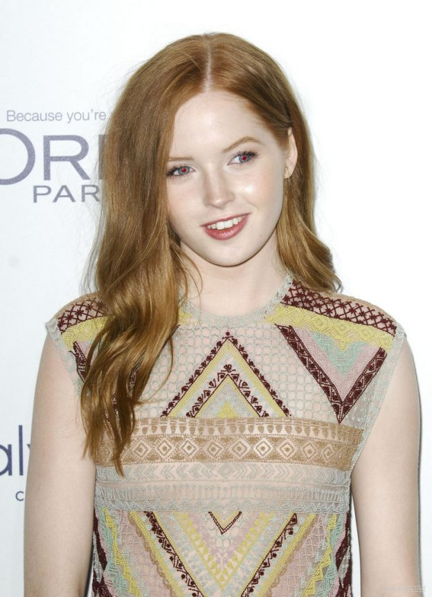 Ellie Bamber Cute Red Carpet Pics, Blue Eyes