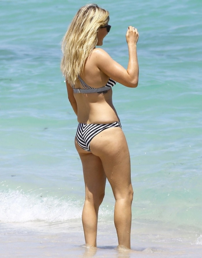 Ellie Goulding Sexy Pictures By The Ocean