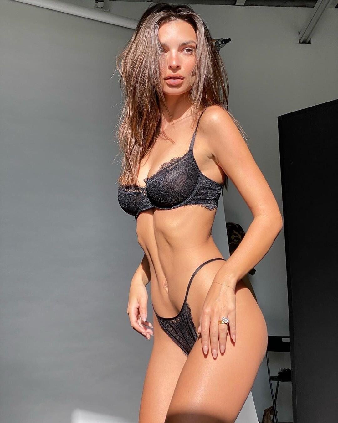 Emily Ratajkowski and Jamea Lynee Sexy Pictures