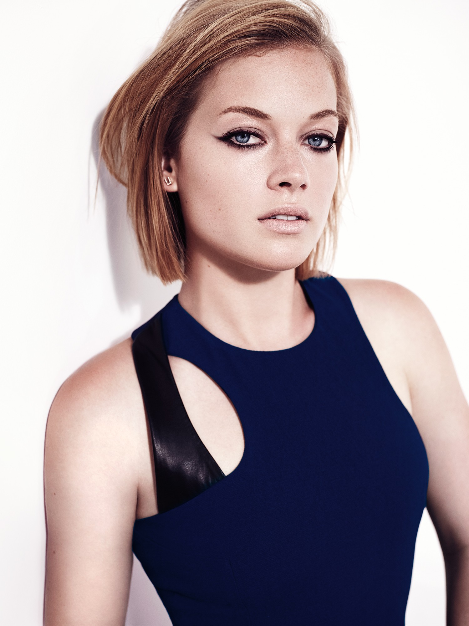 Jane Levy Sexy Pictures, Great Body and Cleavage