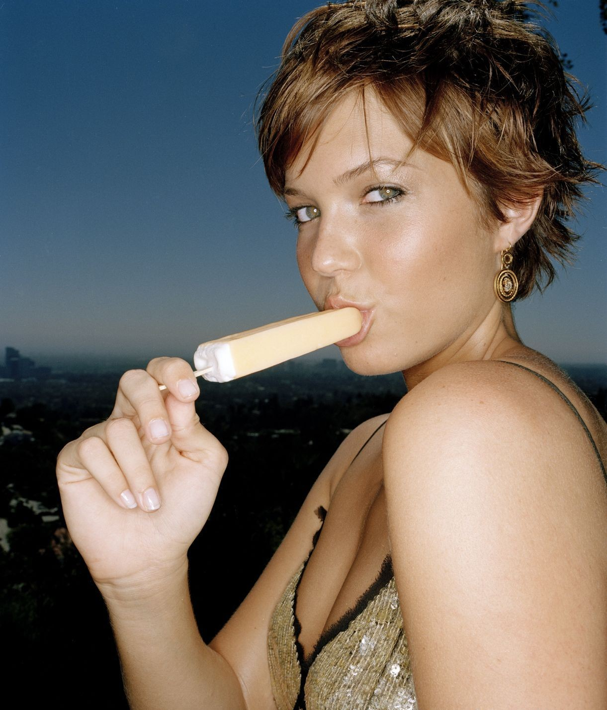 Mandy Moore Hot Pictures, Amazing Cleavage