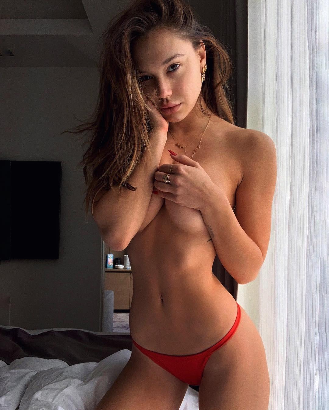 Alexis Ren Topless