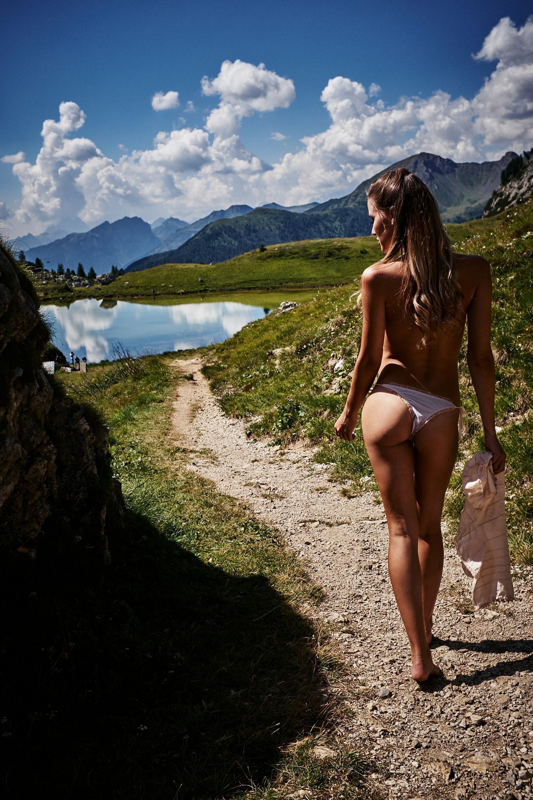 Julia Prokopy Stunning Naked Images