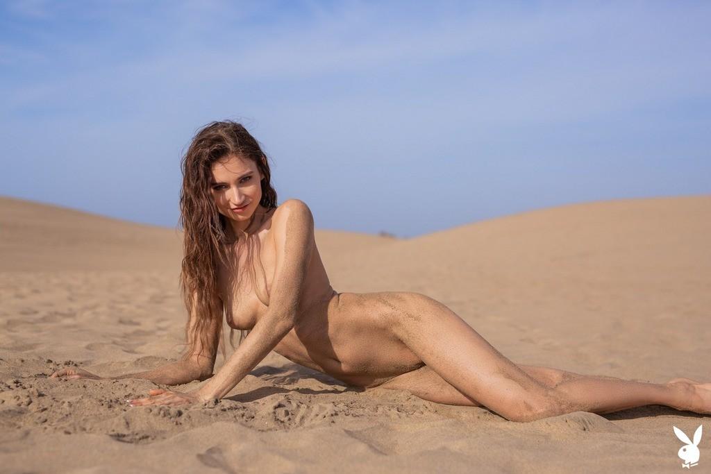 lvy Kokomo Nude Pics, Sand Photoshoot