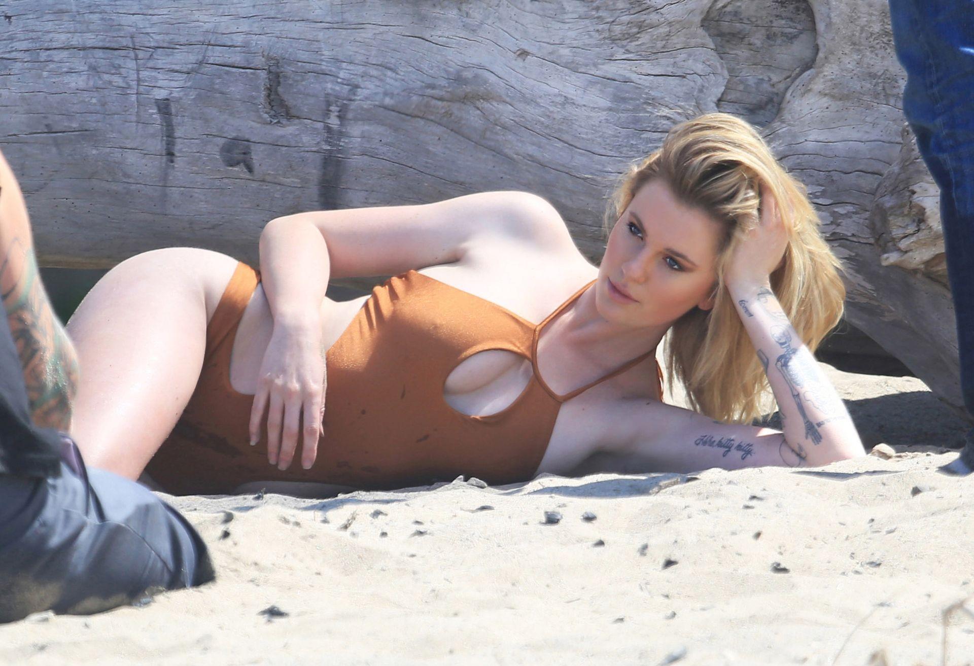 Ireland Baldwin Topless Pics, Nice Body