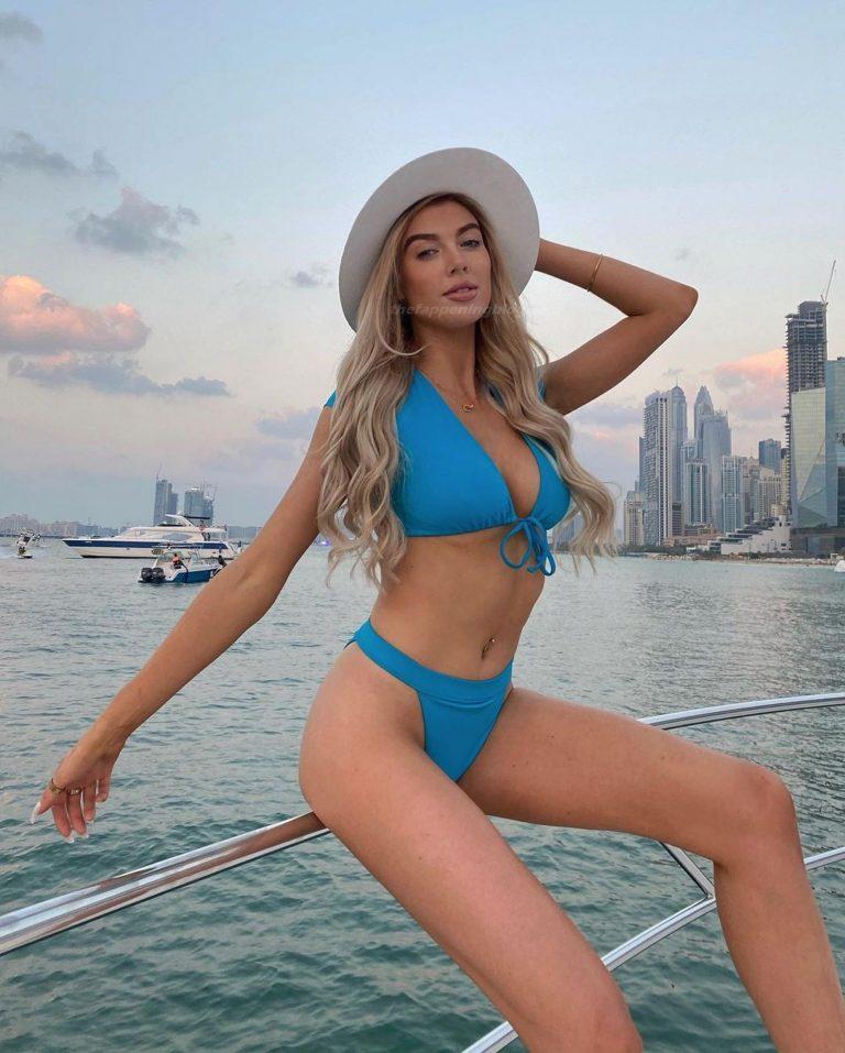 Nicole O'Brien Amazingly Hot Boat Pics