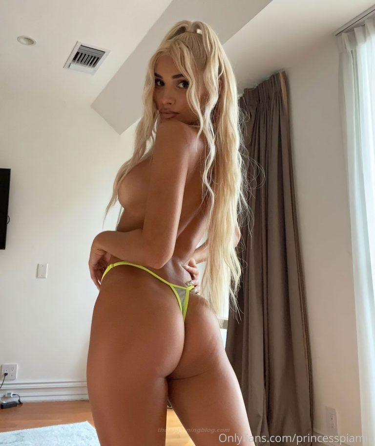 Pia Mia Topless