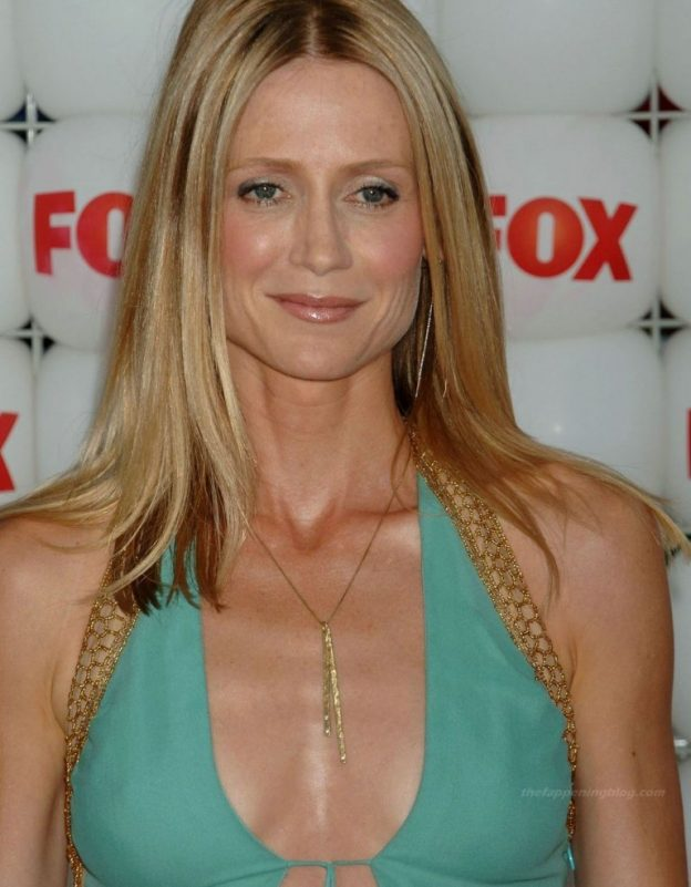 Kelly Rowan Cleavage