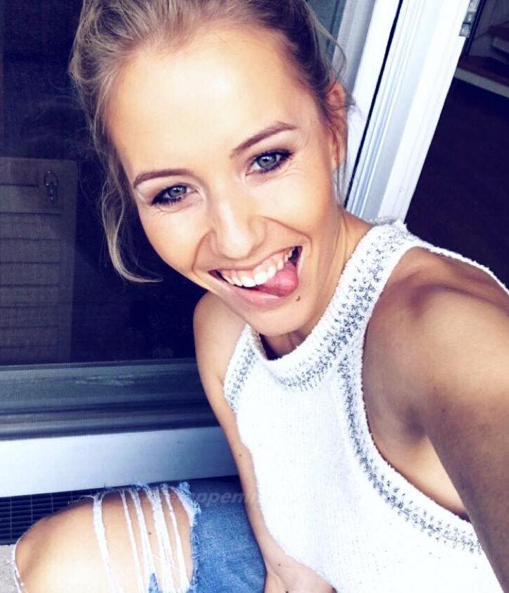 Laura Papendick Sexy