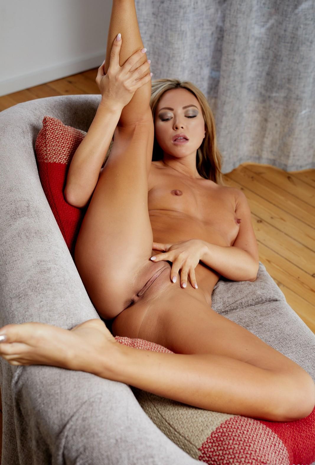 Natalia Forrest Naked